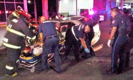 ¡Choque entre auto y camioneta en Aguascalientes dejó 3 lesionados, 2 de ellos graves!