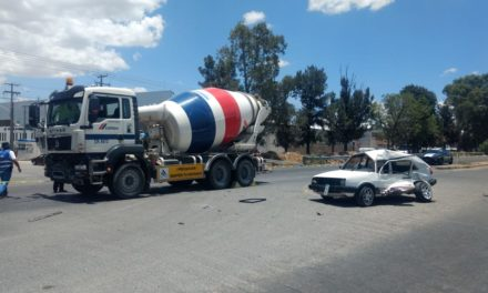 ¡Automovilista murió embestido por una revolvedora en Aguascalientes!