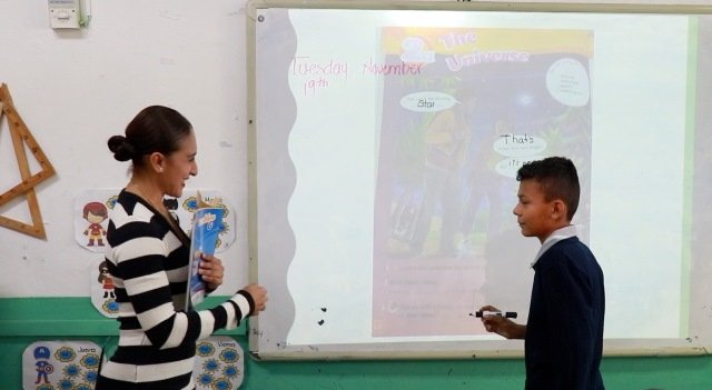 ¡Fortalece IEA estrategia bilingüe en Aguascalientes a través de contratación de asesores externos especializados de PRONI!