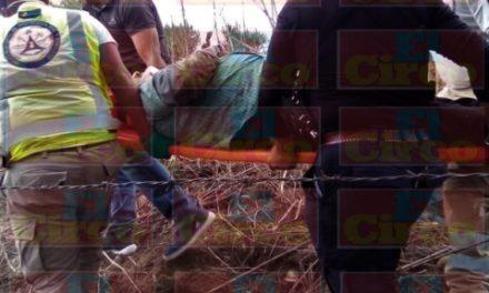 ¡1 muerta 2 lesionados tras volcadura de camioneta en Unión de San Antonio!