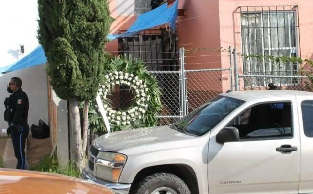 ¡Amenazaron a oficial de la Policía Estatal en Aguascalientes: le dejaron una corona de muerto en su casa!