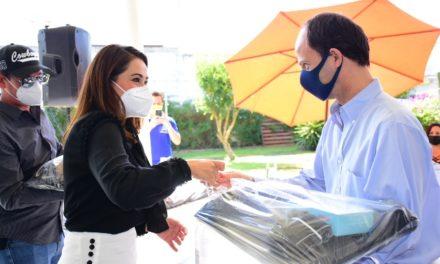 ¡Entrega Tere Jiménez kits desinfectantes al sector restaurantero!