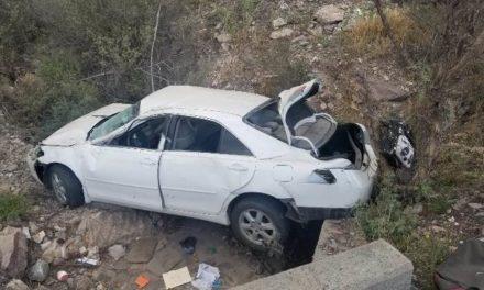 ¡Volcadura de un auto en Aguascalientes dejó una mujer y dos menores lesionados!