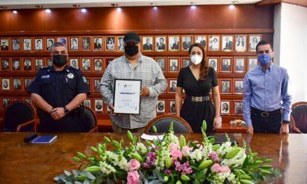 ¡Tere Jiménez entrega reconocimiento económico a taxista que ayudó a la captura de presuntos delincuentes!