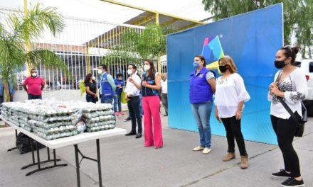 ¡Tere Jiménez llevó apoyos a familias de Villas del Pilar!