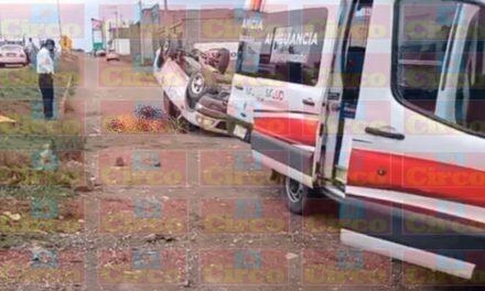 ¡Volcadura de una camioneta en Fresnillo dejó 1 muerto y 1 lesionado!