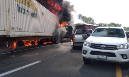 ¡Fatal carambola en Lagos de Moreno entre 6 vehículos dejó un niño muerto!