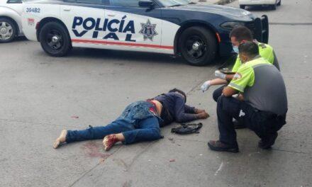 ¡Joven repartidor motociclista murió arrollado por un tráiler en Aguascalientes!