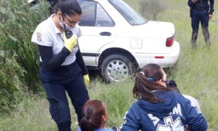 ¡Joven madre y sus dos hijos lesionados tras chocar su auto contra un árbol en Aguascalientes!