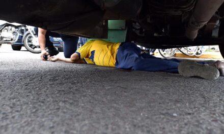 ¡Grave hombre que fue atropellado en su silla de ruedas por un camión en Aguascalientes!