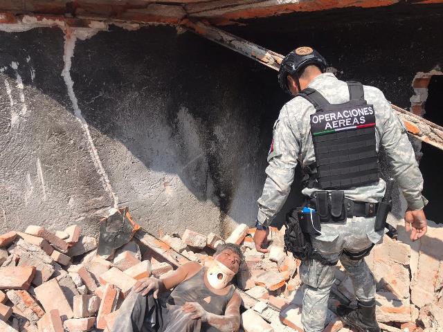 ¡Hombre se salvó de morir aplastado por una barda de su casa en Aguascalientes!