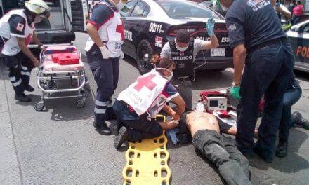 ¡Grave ebrio ciclista que atropelló a un malabarista venezolano en Aguascalientes!