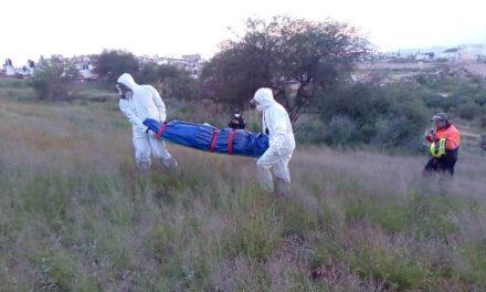 ¡Muerto y putrefacto hallaron a un hombre en un predio en Aguascalientes!