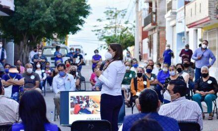¡Vecinos de Las Flores reciben a Tere Jiménez con el programa 4×4!