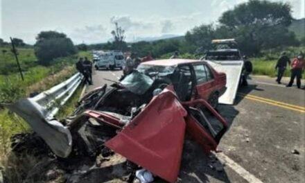 ¡Mujer murió tras estrellar su auto contra una barrera de contención en Jalpa!