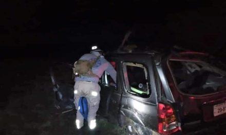 ¡Una joven muerta y otra lesionada tras volcadura de auto en Río Grande!