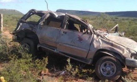 ¡2 muertos y 1 lesionado en Río Grande por la volcadura de una camioneta!
