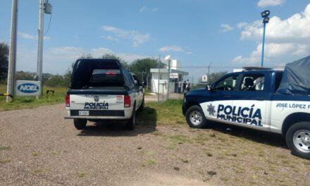 ¡Dos sujetos y una mujer taxista asaltaron una gasera en Aguascalientes!