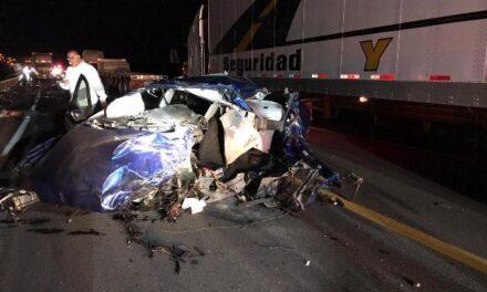 ¡Dos muertos y un lesionado tras fuerte accidente en Encarnación de Díaz!