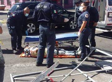 ¡Dos trabajadores lesionados tras caer de un andamio a 7 metros de altura en Aguascalientes!