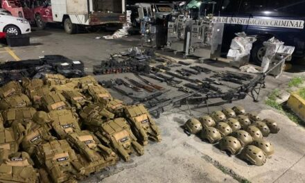 ¡Autoridades federales aseguraron un arsenal y drogas tras cateo domiciliario en Lagos de Moreno!