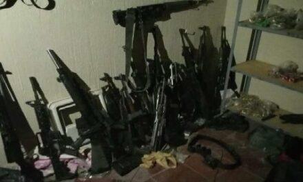 ¡Ejército Mexicano y FGR aseguraron armas de fuego y diverso equipo táctico en Jalisco!