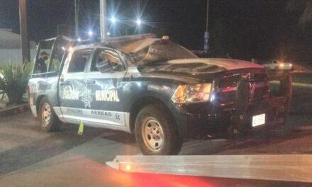¡Policía municipal de Aguascalientes lesionado tras volcar su camioneta-patrulla!