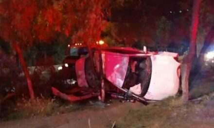 ¡Choque-volcadura de un auto en Zacatecas dejó 1 muerta y 2 lesionados!