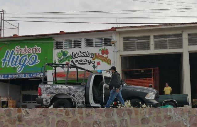 ¡Intentaron ejecutar a comerciante de frutas en su local en la Central de Abastos en Zacatecas!