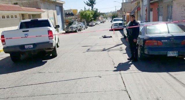 ¡Grave hombre baleado al que intentaron ejecutar en su camioneta en Fresnillo!