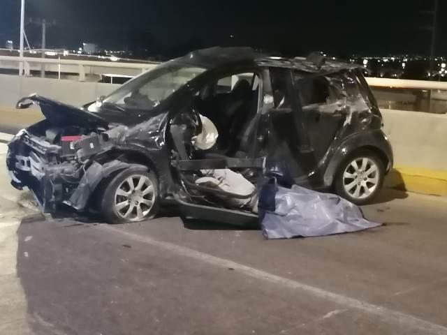 ¡1 muerto y 1 lesionada tras fuerte accidente en el Distribuidor Vial en Aguascalientes!