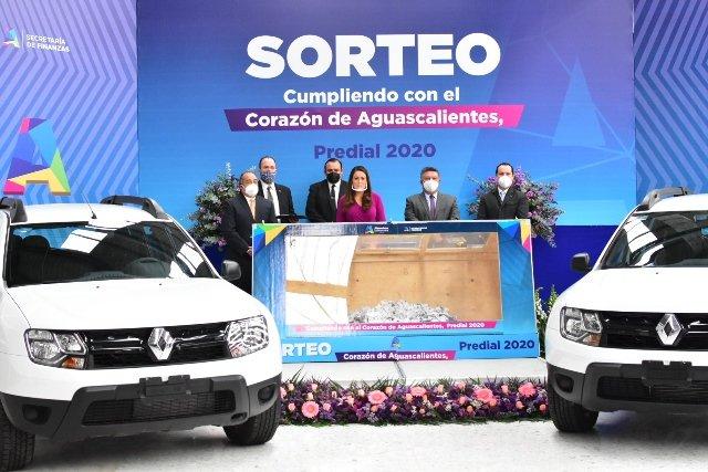 ¡Administración de Tere Jiménez premia a usuarios cumplidos con el pago del predial!
