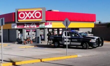 ¡2 pistoleros asaltaron una tienda OXXO en Aguascalientes tras someter a empleadas!