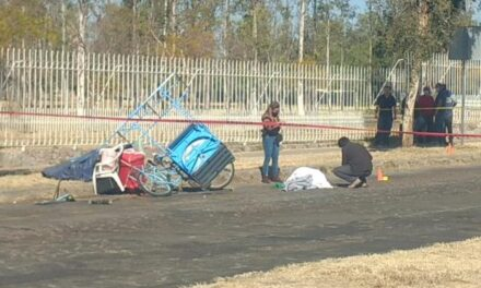 ¡Ancianito murió arrollado con su triciclo de tacos por una pipa en Aguascalientes!