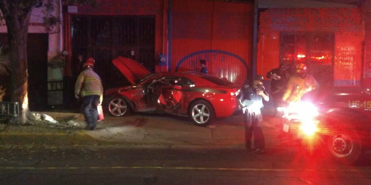 ¡Aparatoso accidente en Aguascalientes dejó a una joven lesionada!
