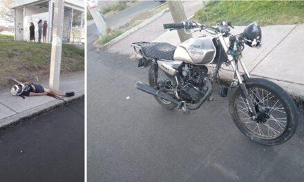 ¡Joven motociclista murió tras chocar contra un poste de la CFE en Aguascalientes!