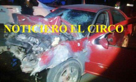 ¡2 muertos y 3 lesionados tras fatal choque entre camioneta y un auto en Fresnillo!