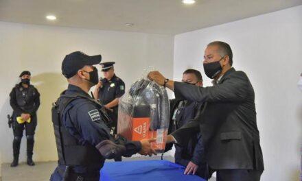 ¡Entregan nuevos uniformes a policías de Jesús María!