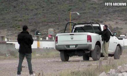 ¡Hallaron a hombre ejecutado con un narco-mensaje en canchas de tierra en Zacatecas!