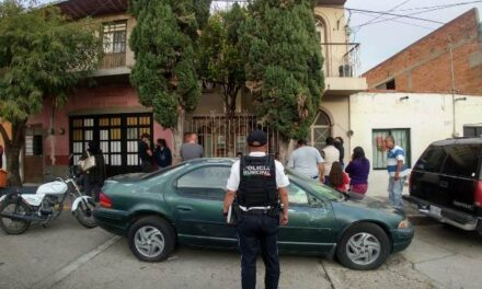 ¡Hombre murió tras caer de un bote de plástico por querer subir a la azotea de su casa en Aguascalientes!