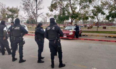 ¡Hallaron muerto en un auto a ex agente judicial en el Complejo Tres Centurias en Aguascalientes!