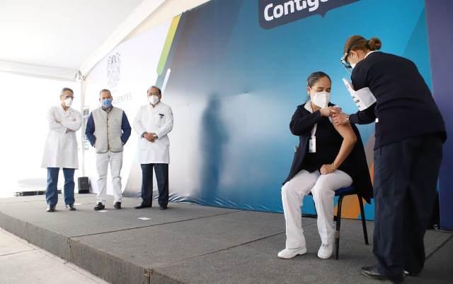 ¡Se aplican en Aguascalientes las primeras vacunas a personal de salud de primera línea de atención!