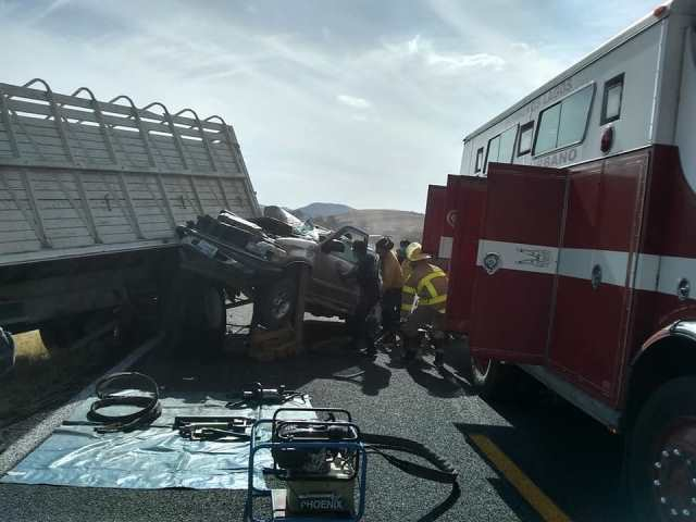 ¡4 lesionados tras choque entre camioneta y un camión torton en Lagos de Moreno!