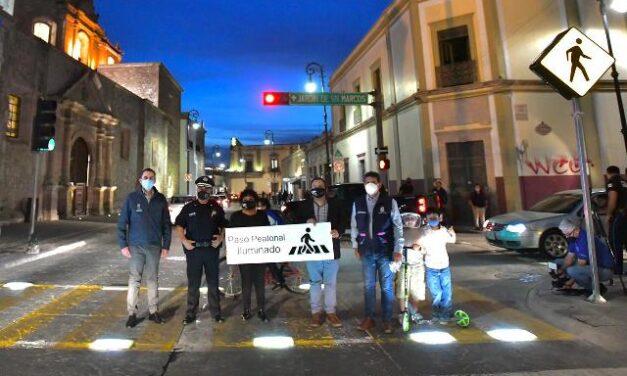 ¡Instala Municipio de Aguascalientes el primer paso peatonal iluminado!