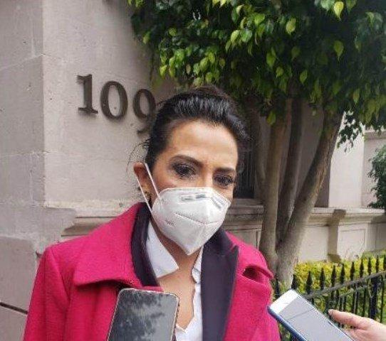¡Pensión alimenticia se debe otorgar desde el embarazo, propone Karina Banda Iglesias!