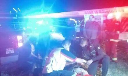 ¡Choque-volcadura entre auto y camioneta dejó 1 muerto y 5 lesionados en Aguascalientes!