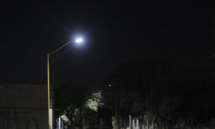 ¡Iluminan entrada a localidad de Rancho Seco!