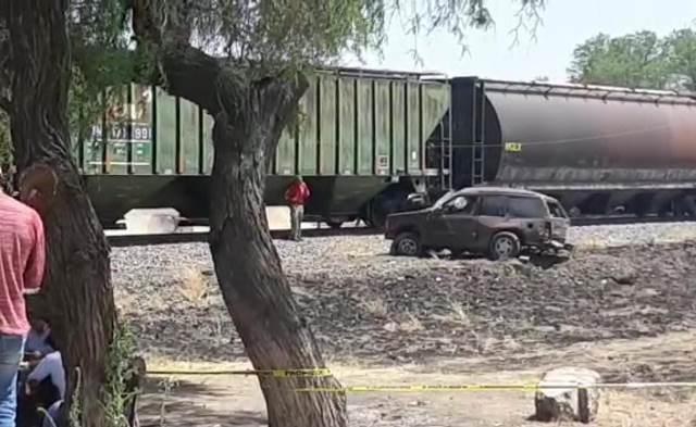 ¡Hombre murió embestido en su camioneta por el tren en Aguascalientes!