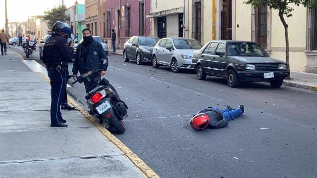 ¡Murió motociclista tras chocar contra un auto estacionado en Aguascalientes!