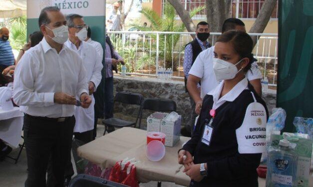 ¡Supervisa gobernador Martín Orozco vacunación a adultos mayores en Calvillo!
